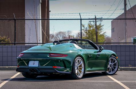 This is the first 911 speedster we've seen painted like this and it makes for a very striking car. DT: New 2019 Porsche 991.2 Speedster PTS British Racing Green | PCARMARKET