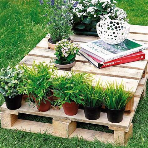 recycling wood pallets for outdoor furniture and yard