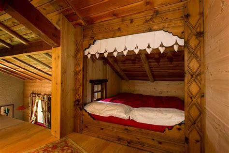 meuble coin cuisine aménagement complet d 39 un appartement dans un chalet où il fait bon vivre meubles en bois