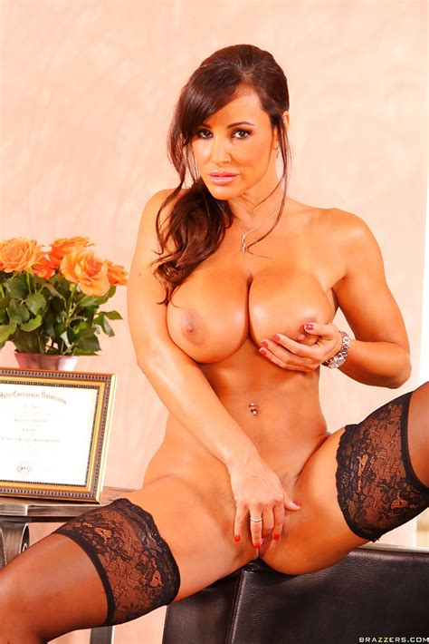 Babe milf lisa ann In Stockings Shows big tits And Masturbating