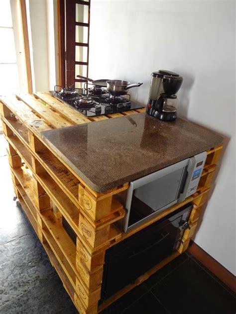 cuisine avec ilot central plaque de cuisson îlot central en palette 32 idées diy pour customiser sa