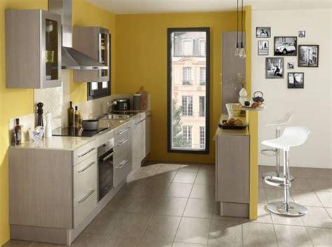davaus decoration cuisine bleu et jaune avec des