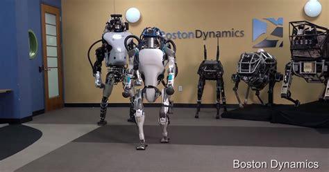 presque de la peine pour ce robot esclave de google