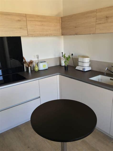 cuisine chambery cuisine moderne bois et blanche sans poignées à chambéry