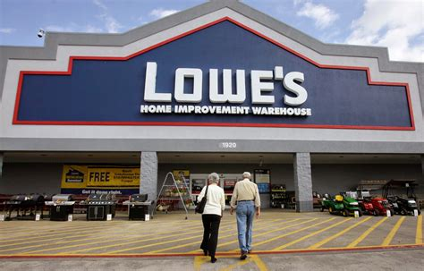 Lowe's Business Grows As Its' Income Shrinks