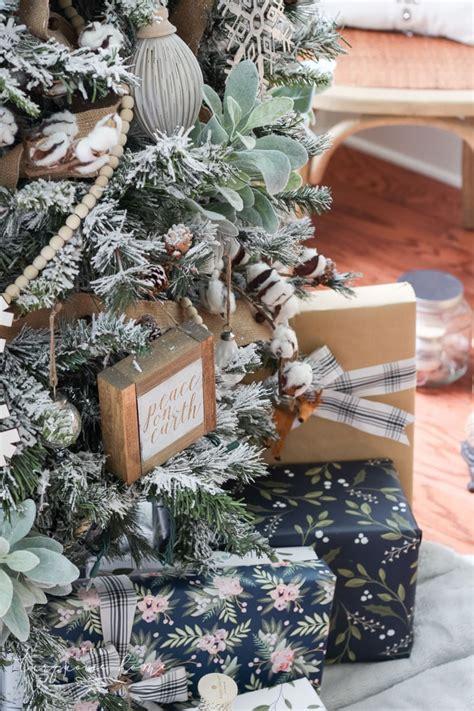 decorate  flocked farmhouse christmas tree