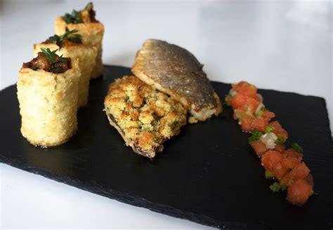 cuisiner le bar en papillote recette filets de daurade en crumble de beurre de
