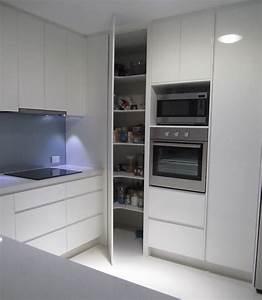 Armoire D Angle : armoire d 39 angle utilisons au mieux m me les moindres recoins ~ Teatrodelosmanantiales.com Idées de Décoration