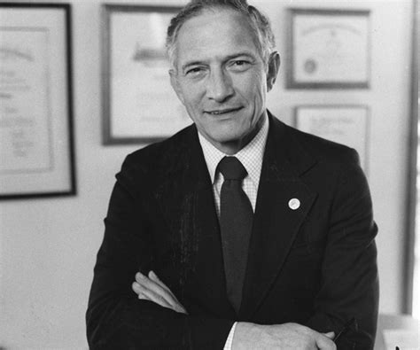 photo trick: Robert Noyce father of the integrated circuit ...