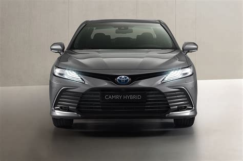 It resonates with the five senses with an appeal that cant be expressed in numbers. Toyota Camry Facelift - Makeup und Assistenzupdate ...