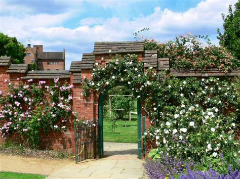Chartwell in 2006 - Garden entrance