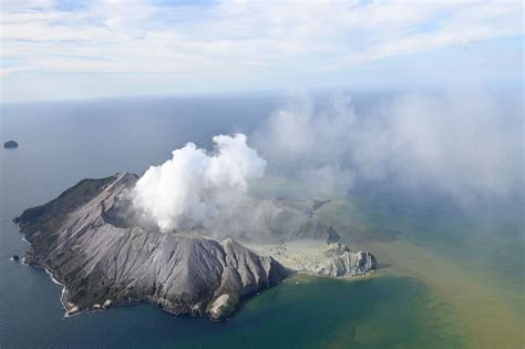 feared dead  volcanic eruption   zealand