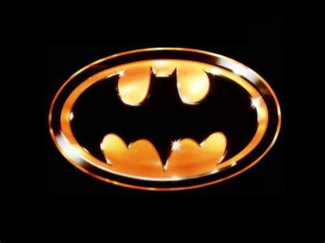 evolucao dos logos de batman obrigado pelos peixes
