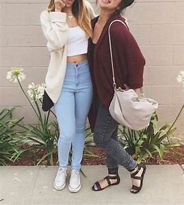 Outfit 1 light high wasted skinny jeans white crop top beige cardigan white converses outfit ...