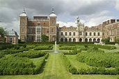 Elizabeth I: her life in buildings - Discover Britain