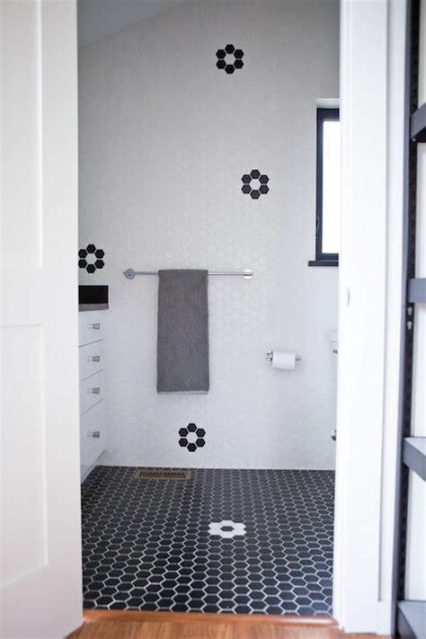Bathroom Inspiration Trend: Black And White