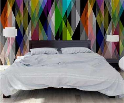 t 234 te de lit originale avec du papier peint graphique