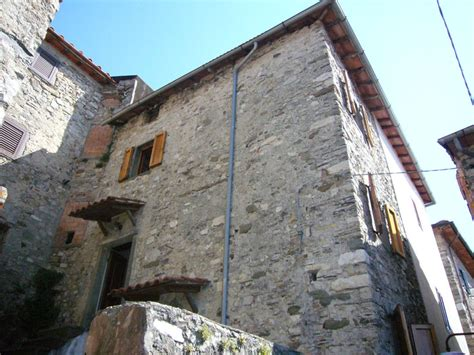 tuscan village house  bagni  lucca casa tuscany