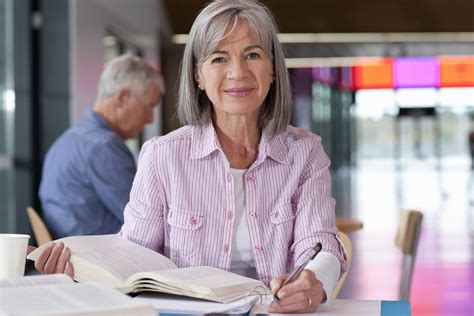 colleges  attract   older students