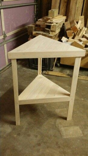 small triangle table built  pallets diy side table