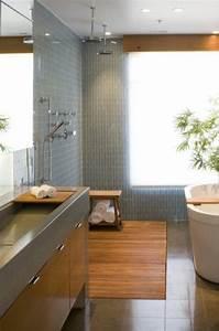 Badezimmer Fliesen Ideen Grau : kleine badezimmer in grau wei und rot mit schr ge raum und m beldesign inspiration ~ Markanthonyermac.com Haus und Dekorationen