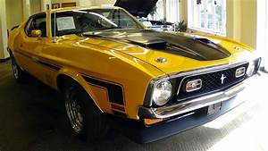 1971 yellow Ford Mustang | 1 photo