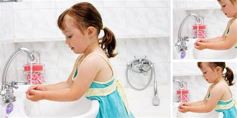 Inspirasi gambar wastafel cuci tangan pertama bertemakan natural. Pentingnya Mencuci Tangan Pada Anak