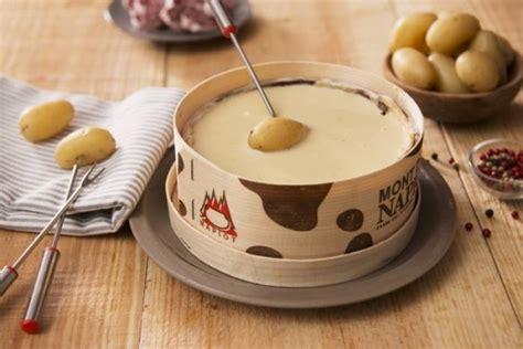 recette avec du mont d or recette de fondue de mont d or 224 la moutarde et pommes de terre grenailles facile et rapide