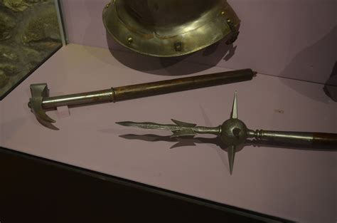were war hammers actually used in medieval battles history