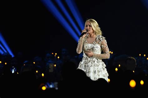 Watch Carrie Underwood's Performance At Cmas Simplemost