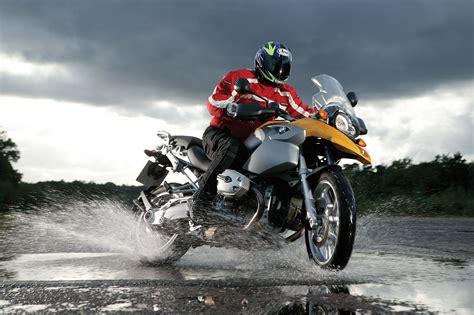 motorcycle rain wet weather motorcycle riding tips visordown