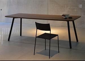Table Bois Et Noir : table de repas en ch ne ou noyer au design sobre et ~ Dailycaller-alerts.com Idées de Décoration