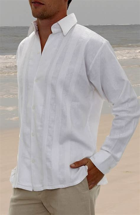 The Right Groom Attire For A Beach Wedding