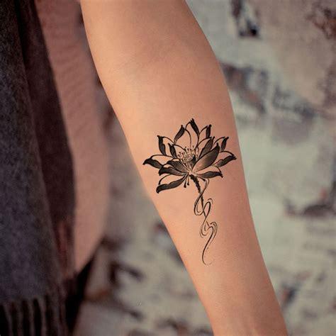 tatouage poignet fleur de tiare