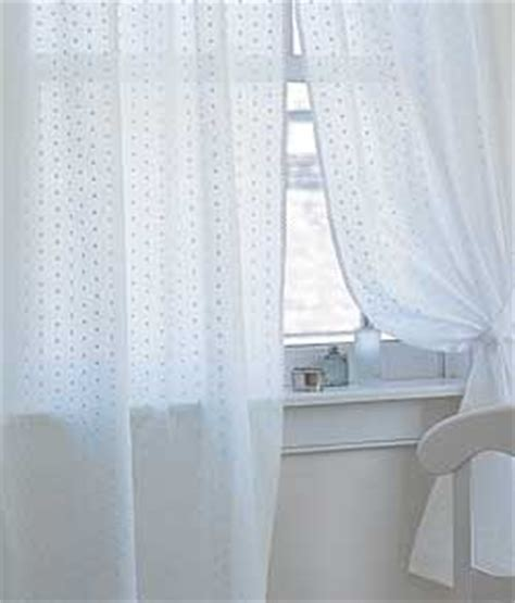 country curtains newington new hshire country curtains 174 announces summer whites collection