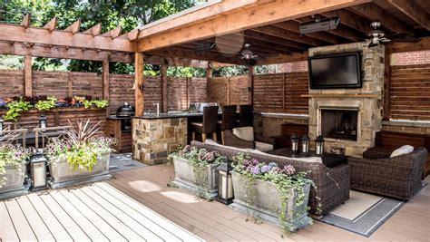 Outdoor Entertainment Area Ideas