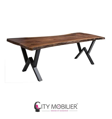table bois pied fer forge table basse en bois massif et en fer forg 233 wharol city mobilier