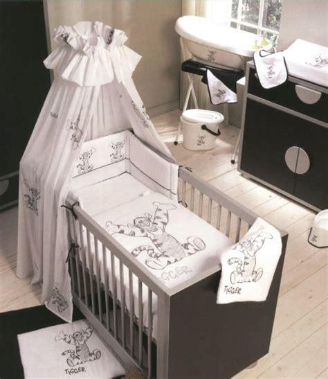 chambre bébé mickey déco chambre bebe tigrou