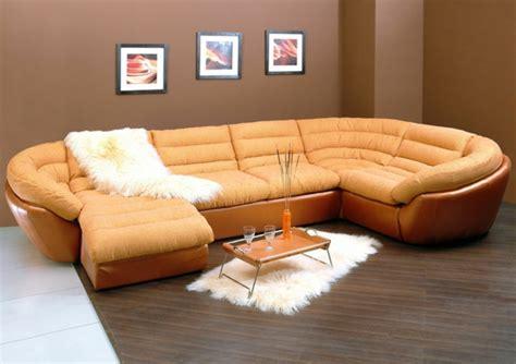 canapé en cuire le canapé d 39 angle convertible en beige archzine fr