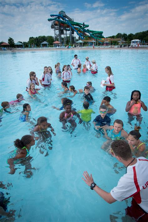 World's Largest Swimming Lesson at Zoombezi Bay (with ...