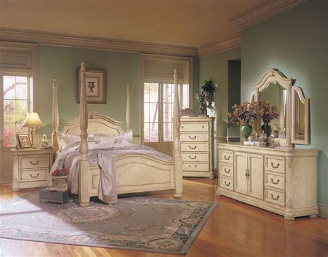 Vintage Bedroom Furniture by 17 Best Ideas About Cherry Wood Bedroom On