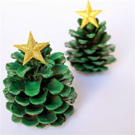 pinecone christmas decorations 40 creative pinecone crafts for your holiday decorations architecture design