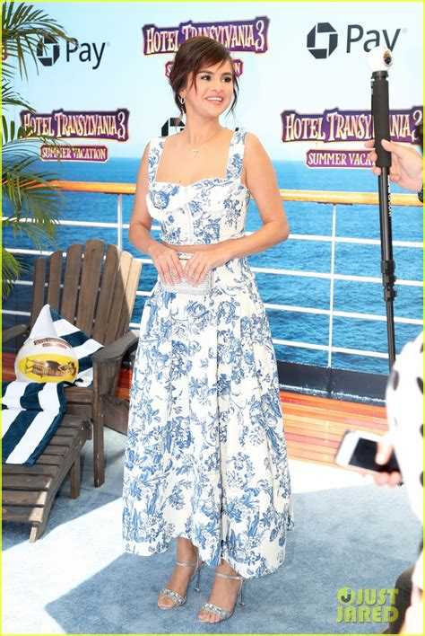 Selena Gomez Wears a Perfect Summer Look to 'Hotel ...