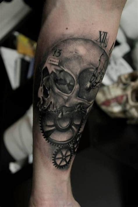 tatouage avant bras homme horloge idees de tatouages