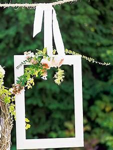 Cadre Photo Mariage : un cadre en bois d cor de fleurs marie claire ~ Teatrodelosmanantiales.com Idées de Décoration