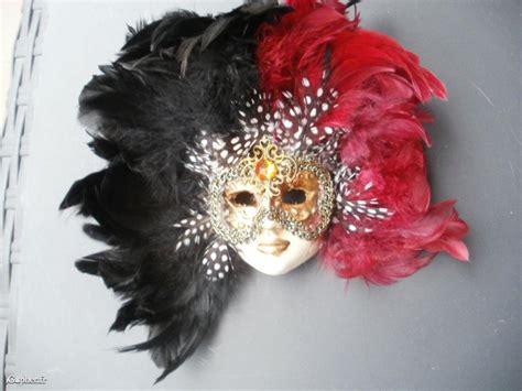 Masque Vénitien En Plâtre Et Plumes Colorées