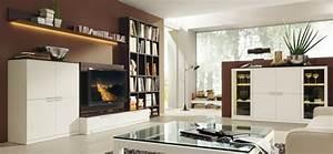 Living Style Möbel : eine braune wandgestaltung im wohnzimmer schaffen ~ Watch28wear.com Haus und Dekorationen