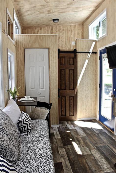 bedroom tiny house  wheels