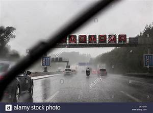 Wasser Im Keller Bei Starkem Regen : trucks rain road stockfotos trucks rain road bilder alamy ~ Yasmunasinghe.com Haus und Dekorationen