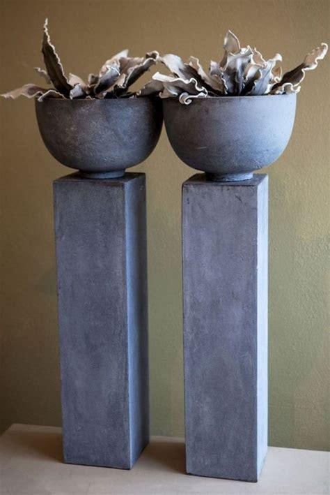 uitverkoop meubels helmond grote stoere pilarenvan betonlook boven op de pilaar